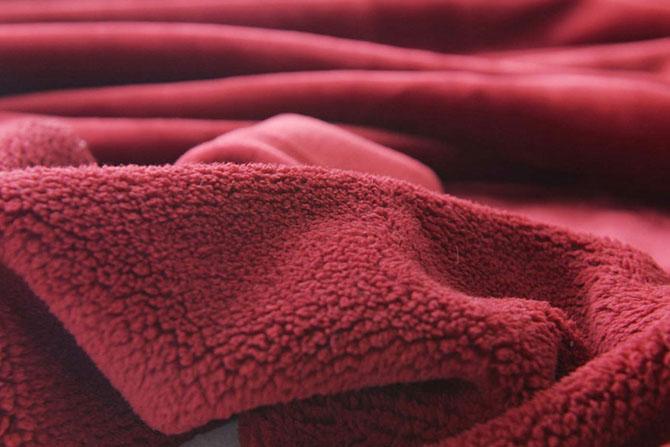 Мягкость, легкость и уют. Какими еще свойства обладает ткань велсофт?
