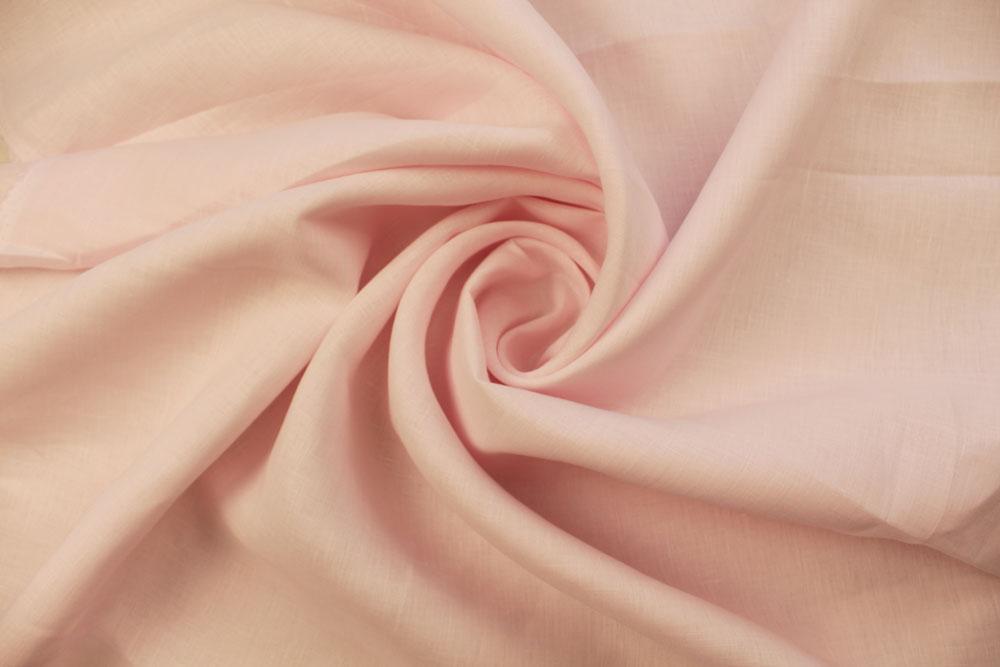 Воздушная ткань зефир: из чего ее делают и где используют?