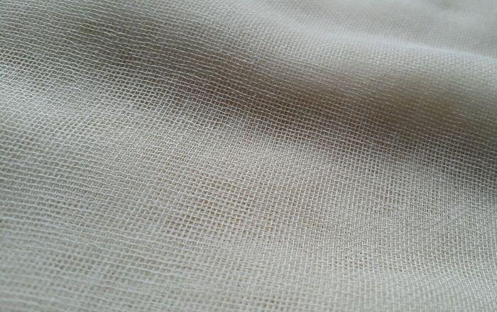 Универсально и практично: что известно о свойствах ткани марля и где она используется?