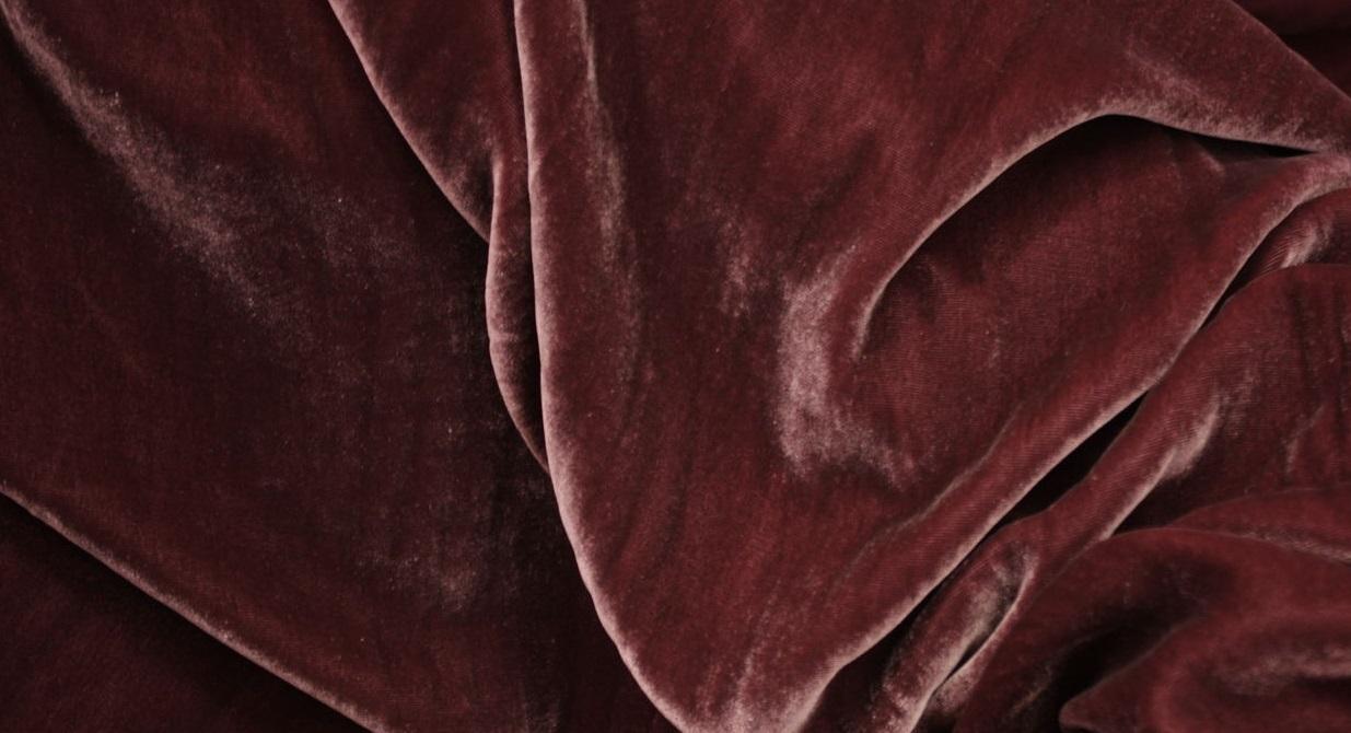 Теплая, уютная и мягкая ткань плис: как ее производят и где она используется?