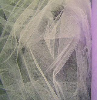 Обзор невесомой ткани фатин: от свойств до правил ухода